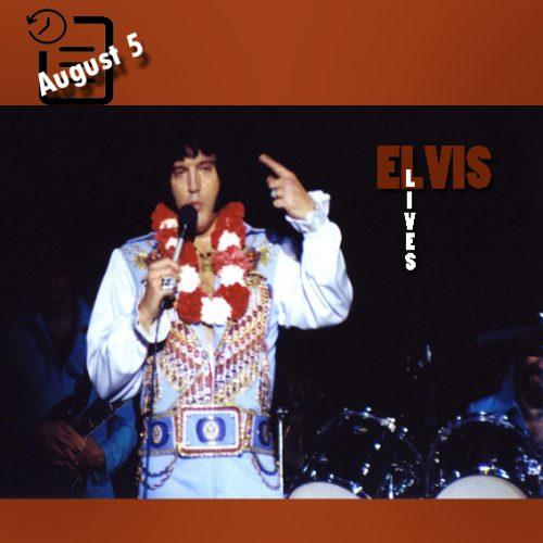 الویس در سالن یادبود کامبرلند کانتی ، فایت ویل، کارولینای شمالی چنین روزی 5 آگوست 1976