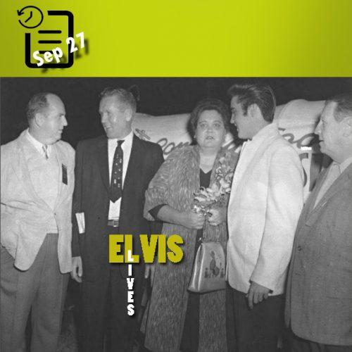 الویس به همراه پدر و مادرش و کلنل تام پارکر درتوپلوو می سی سی پی چنین روزی 27 سپتامبر 1957