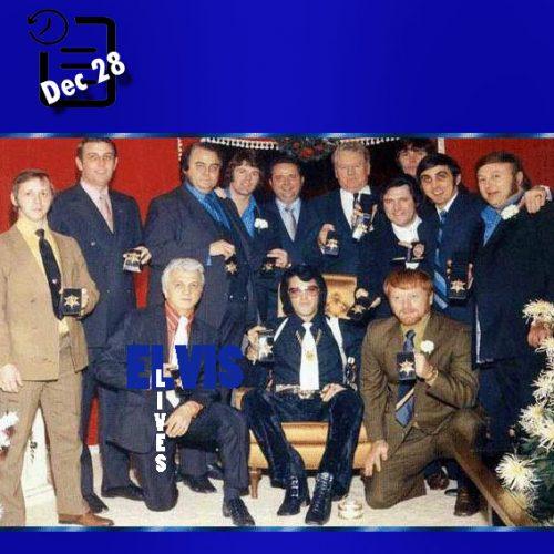 عکس دسته جمعی اعضای مافیای ممفیس با الویس چنین روزی 28 دسامبر 1970