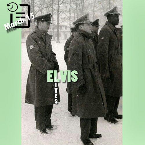 سربازی که ردیف جلو ایستاده رکس منسفیلد است و الویس پشت سر اوست.
